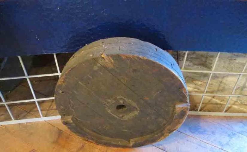 عجلة خشبية