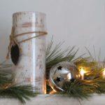 ويفضل الأبيض فروع شجرة الصنوبر دائمة الخضرة تزيين خيار في عيد الميلاد.