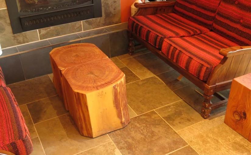 طاولة خشبية ريفي
