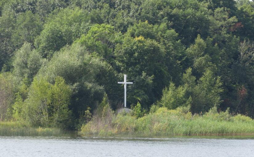 الصفصاف الأشجار: كنيسة الصليب